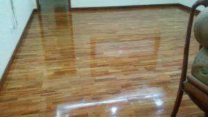 danh bong san go tu nhien tai nha 300x169 - Đánh bóng sàn gỗ tự nhiên tại nhà